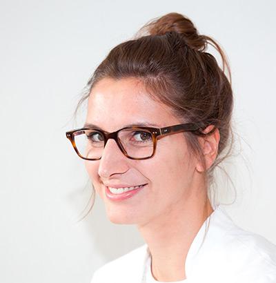 Julia Neher, Apothekerin